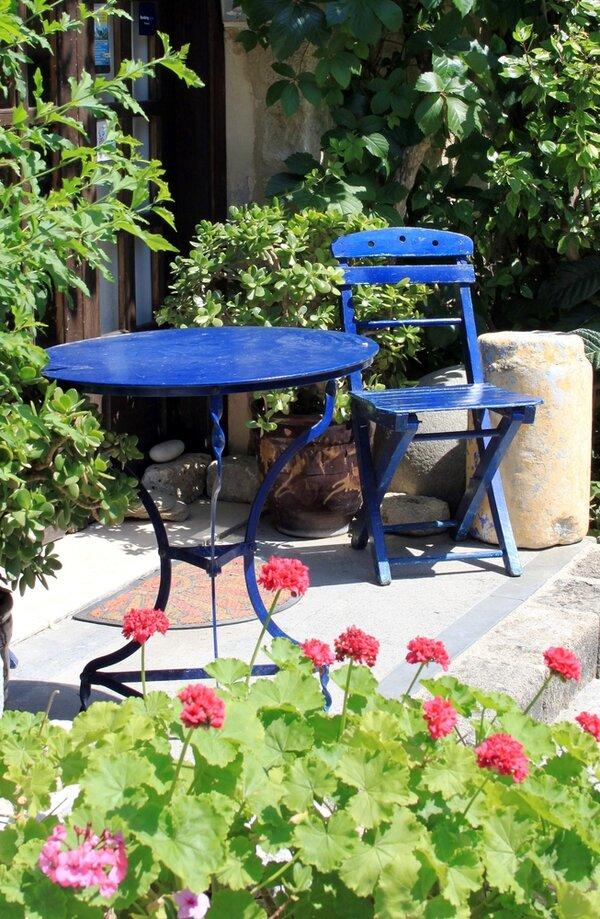 Vackra trädgårdsbord till trädgården.